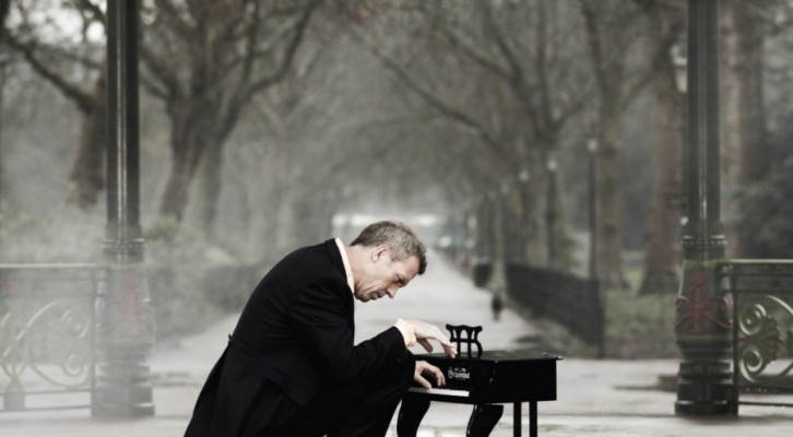 Hugh Laurie, il nuovo album Didn't It Rain