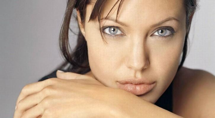 Angelina Jolie alle prese con una battaglia sociale in Giordania