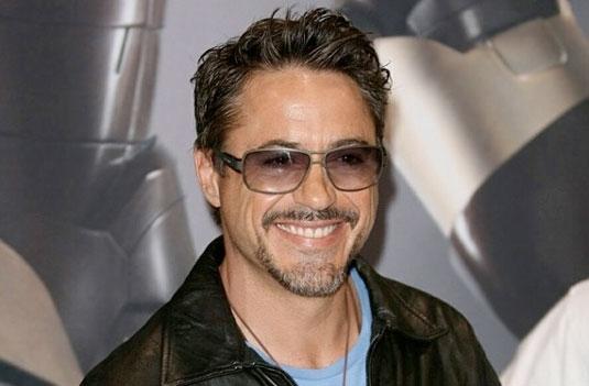 """Robert Downey Jr. firma per """"Avengers 2 e 3"""