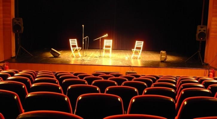 La voce di Enzo Colusrsi al Teatro Palcoscenico