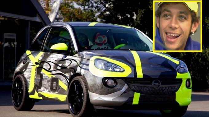 Opel trasformata da Valentino Rossi per beneficenza