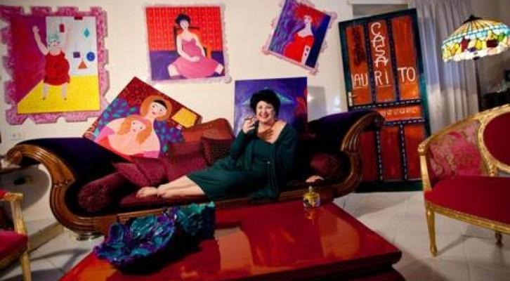 Marisa Laurito apre le porte del suo appartamento romano per mostrare la sua arte