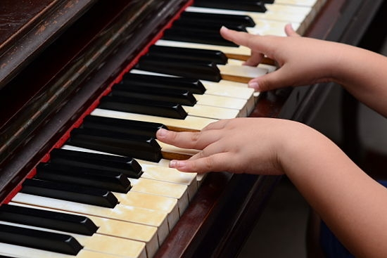 Un investimento per il cervello: lezioni di musica per bambini