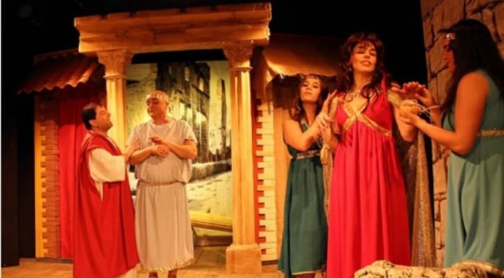 Tato Russo in Menecmi al Teatro Parioli Peppino De Filippo