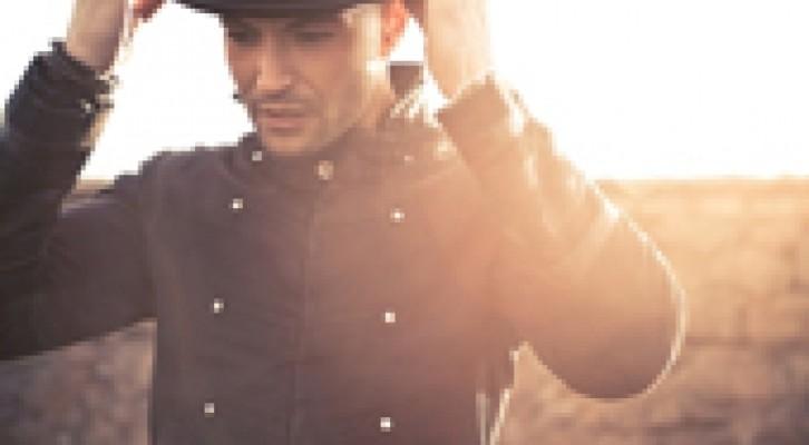 Riky Anelli: il Pinocchio di Collodi in chiave goffa nel suo video 'Svuota Tutto'