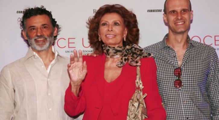 Sophia Loren torna a Napoli e presenta Voce Umana, il film diretto da suo figlio Edoardo Ponti