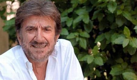 """Gigi Proietti riceve il """"Premio Viviani""""alla Reggia di Quisisana"""
