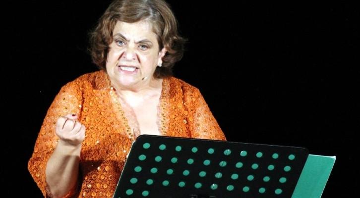 Nunzia Schiano in Femmene: uno spettacolo che si sdoppia tra musica e teatro
