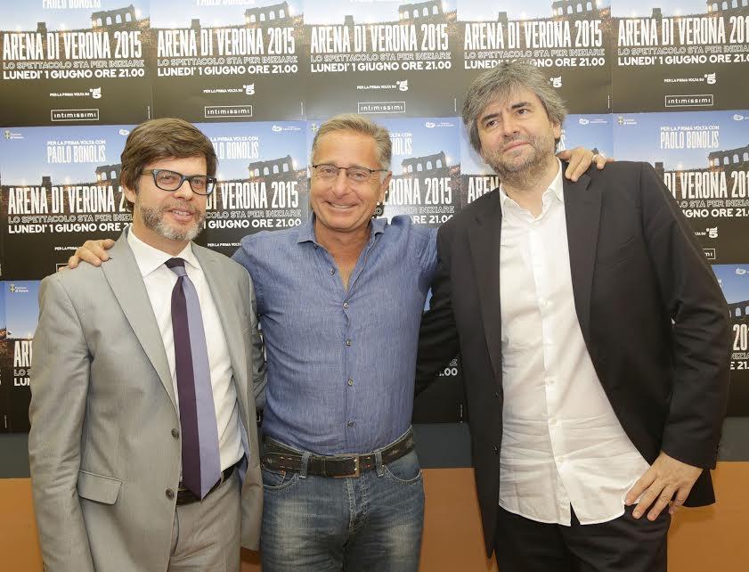 Arena di Verona – Lo spettacolo sta per iniziare: conduce Paolo Bonolis con Belen Rodriguez e Elena Santarelli