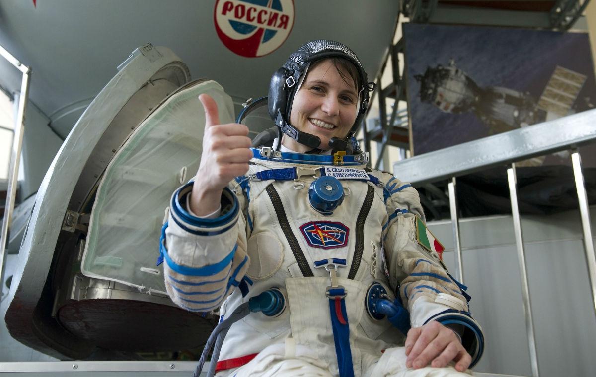 Samantha Cristoforetti saluta lo spazio e torna sulla terra