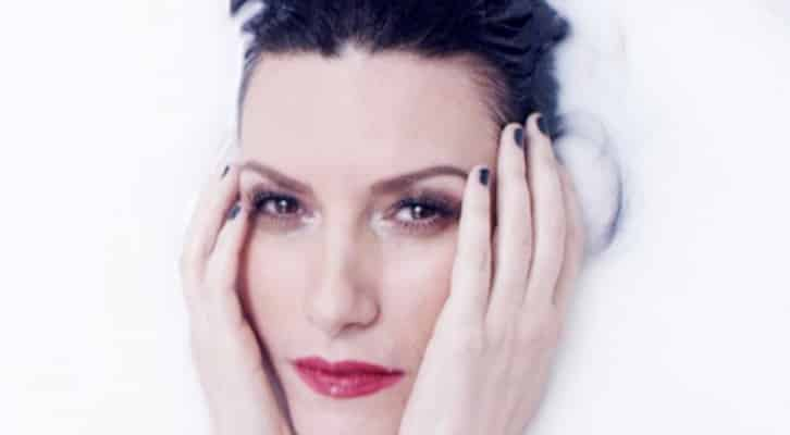 """Laura Pausini, il suo lato sensuale nel videoclip di """"Ho creduto a me"""""""