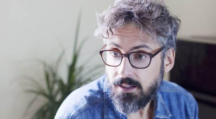 """Brunori Sas torna sulle scene con il nuovo album """"A casa tutto bene"""""""