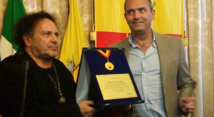 Al Maestro Enzo Avitabile la medaglia della Città di Napoli