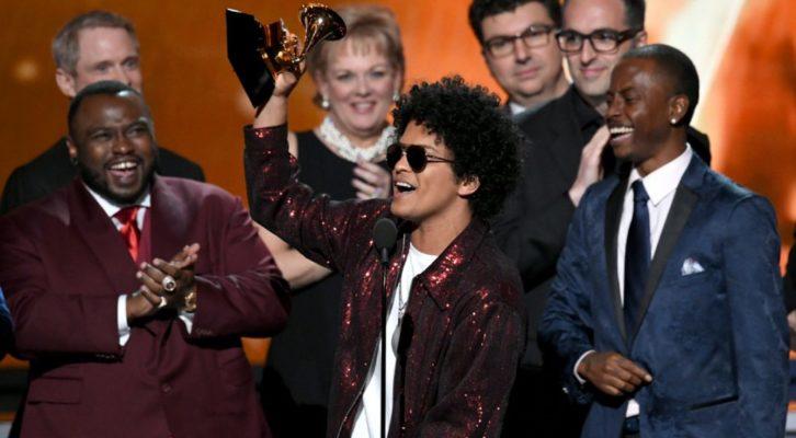 Bruno Mars domina la sessantesima edizione dei Grammy Awards