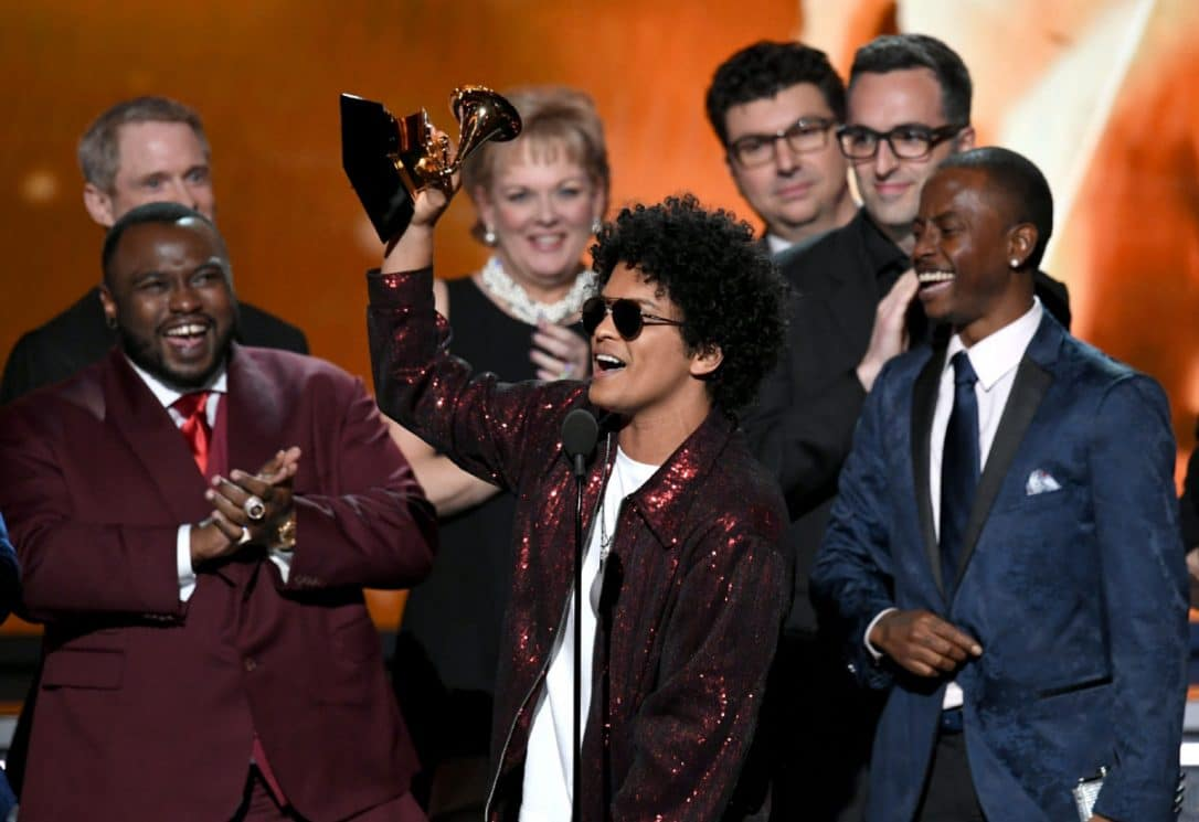 Bruno Mars domina la sessantesima edizione dei Grammy Awards