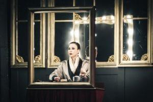 Veronica Pivetti interpreta Viktor un Viktoria al Teatro Augusteo di Napoli (Viktor und Viktoria Veronica Pivetti 300x200)