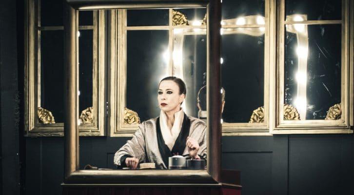 Intervista a Veronica Pivetti. L'attrice è impegnata a teatro con lo spettacolo Viktor und Viktoria