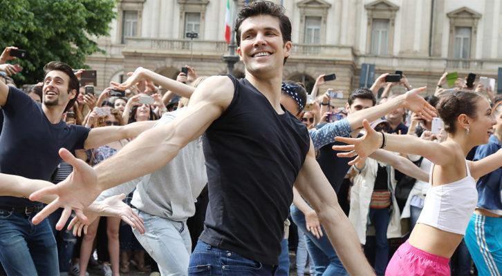 La città di Milano a ritmo di danza con Roberto Bolle