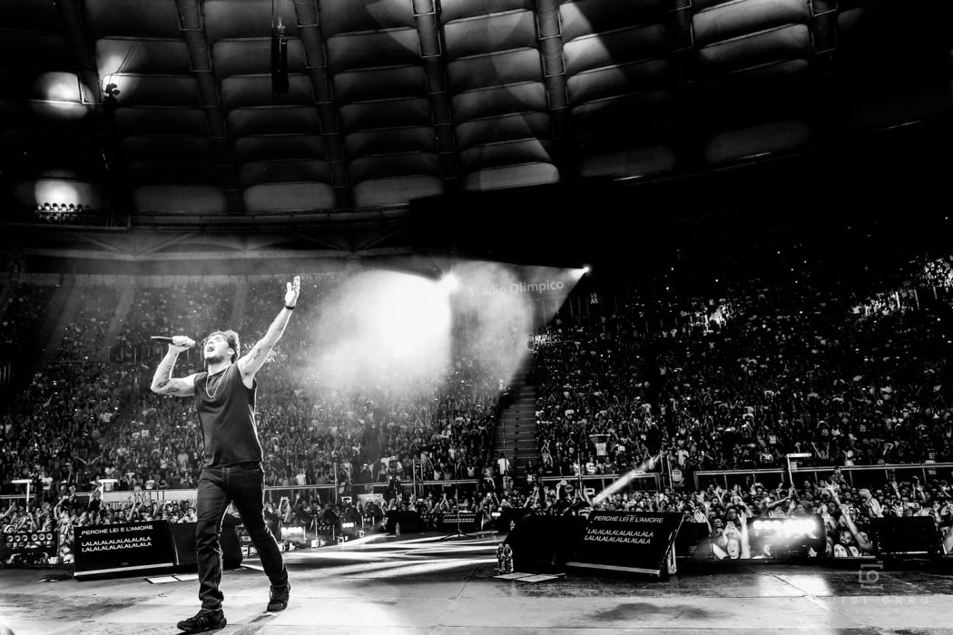 Fabrizio Moro, al via il tour estivo che lo porterà sui palchi di tutta Italia