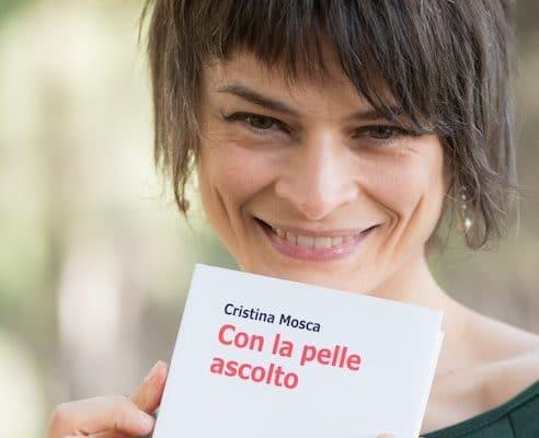 """Cristina Mosca: il suo nuovo romanzo """"Con la pelle ascolto"""""""