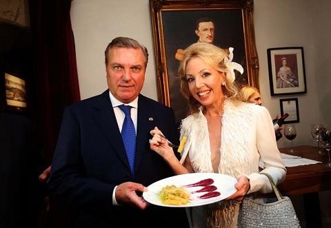"""Rivelati i """"gusti"""" dei reali di Borbone: ai Principi Carlo e Camilla piace la Genovese"""