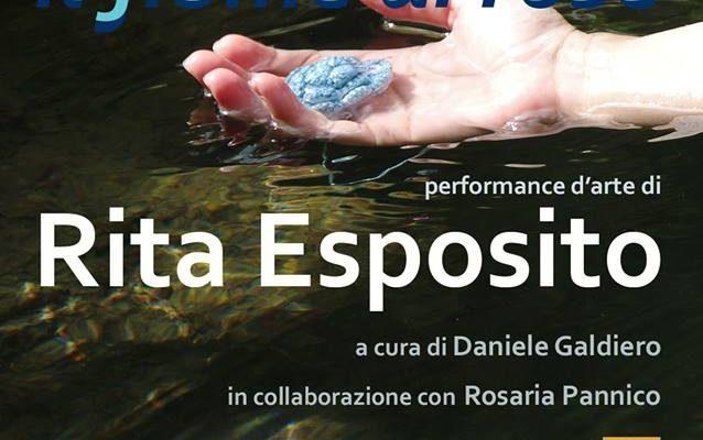 Il fiume di rose: la live performance d'arte di Rita Esposito