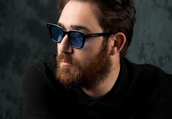 Intervista a Maldestro. Il cantautore parla del nuovo tour e dell'ultimo album di inediti