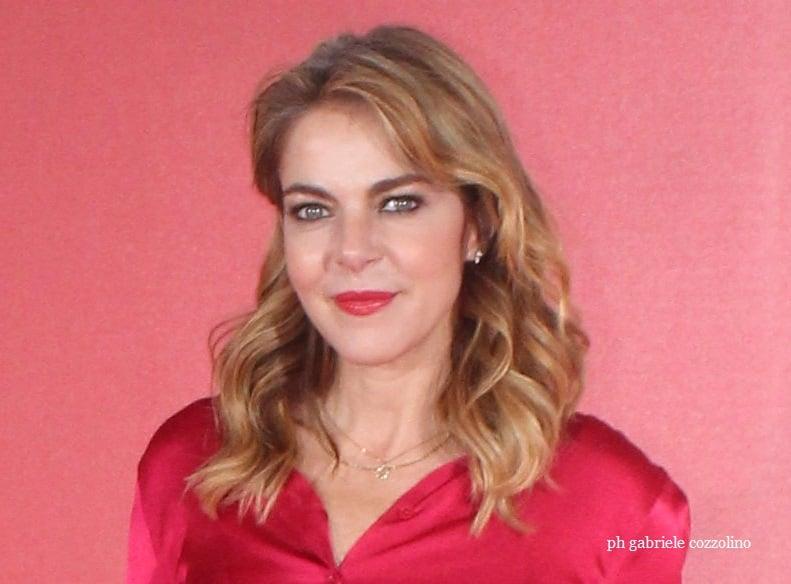 Claudia Gerini su Federica Angeli: «Non capita sempre di interpretare donne così vere e coraggiose»