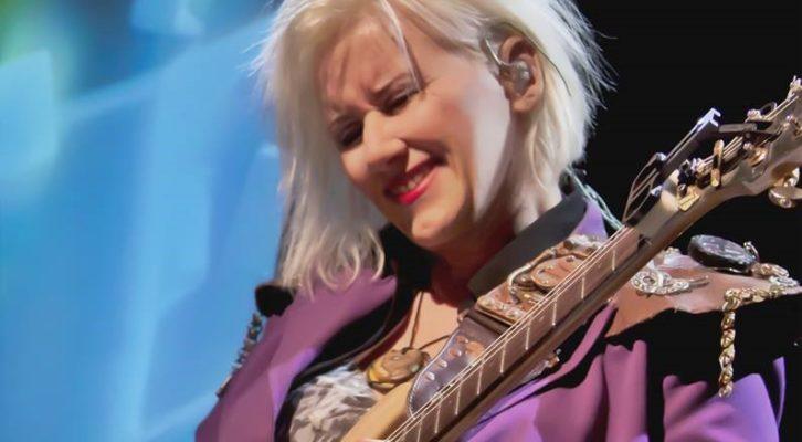 Jennifer Batten: torna sui palchi la mitica chitarrista di Michael Jackson