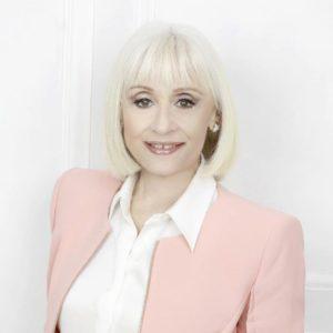 """Intervista a Helle, la giovane cantautrice parla del suo album """"Disonore"""""""