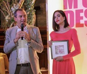 """Intervista a Rocío Muñoz Morales, l'attrice sarà madre anche nella serie """"Un passo dal cielo"""" (rocio sindaco napoli demagistris 300x255)"""