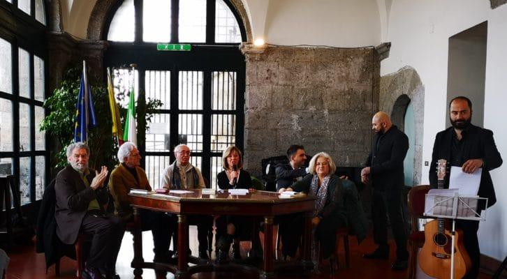 """""""Una furtiva lacrima"""": il primo romanzo di Manlio Santanelli"""