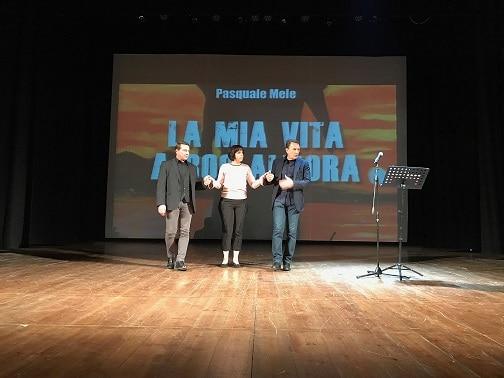 Grande successo al Teatro Acacia per la serata dedicata al libro di Pasquale Mele