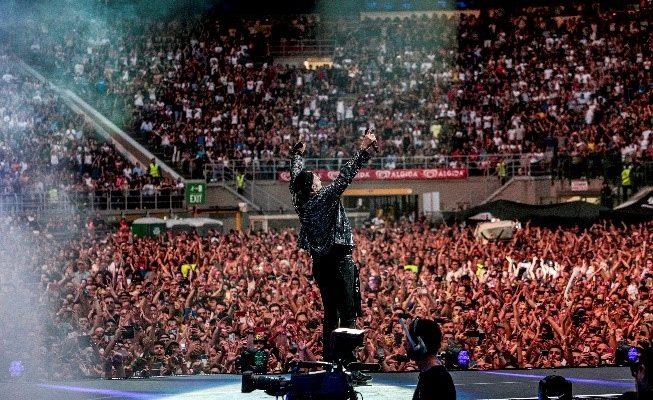"""""""Siamo solo noi – 6 come 6"""",  l'imperdibile docu-concerto in onda su Canale 5"""