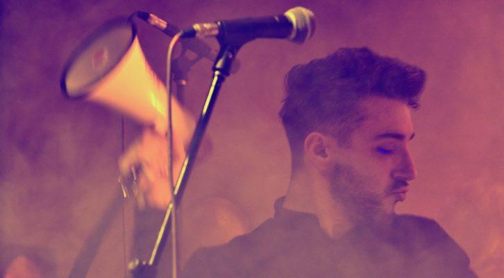 """Dario Dee presenta il nuovo disco """"Dario è uscito dalla stanza"""""""