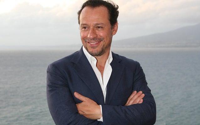 """Stefano Accorsi: «Il cinema per essere """"grande"""" deve raccontare fatti e non parole»"""