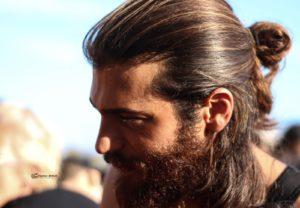 A Napoli una folla di fan accoglie l'attore turco Can Yaman (can yaman napoli 300x208)