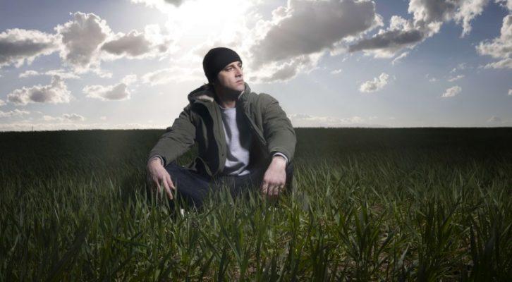 """Intervista a Luca Dirisio: il cantautore parla del nuovo album """"Bouganville"""""""