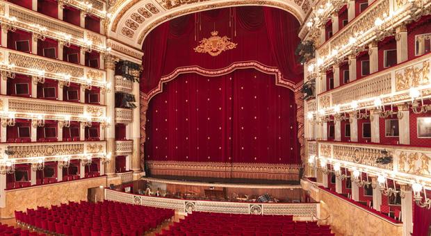 Anche il Teatro San Carlo porta il palcoscenico nelle case di tutti