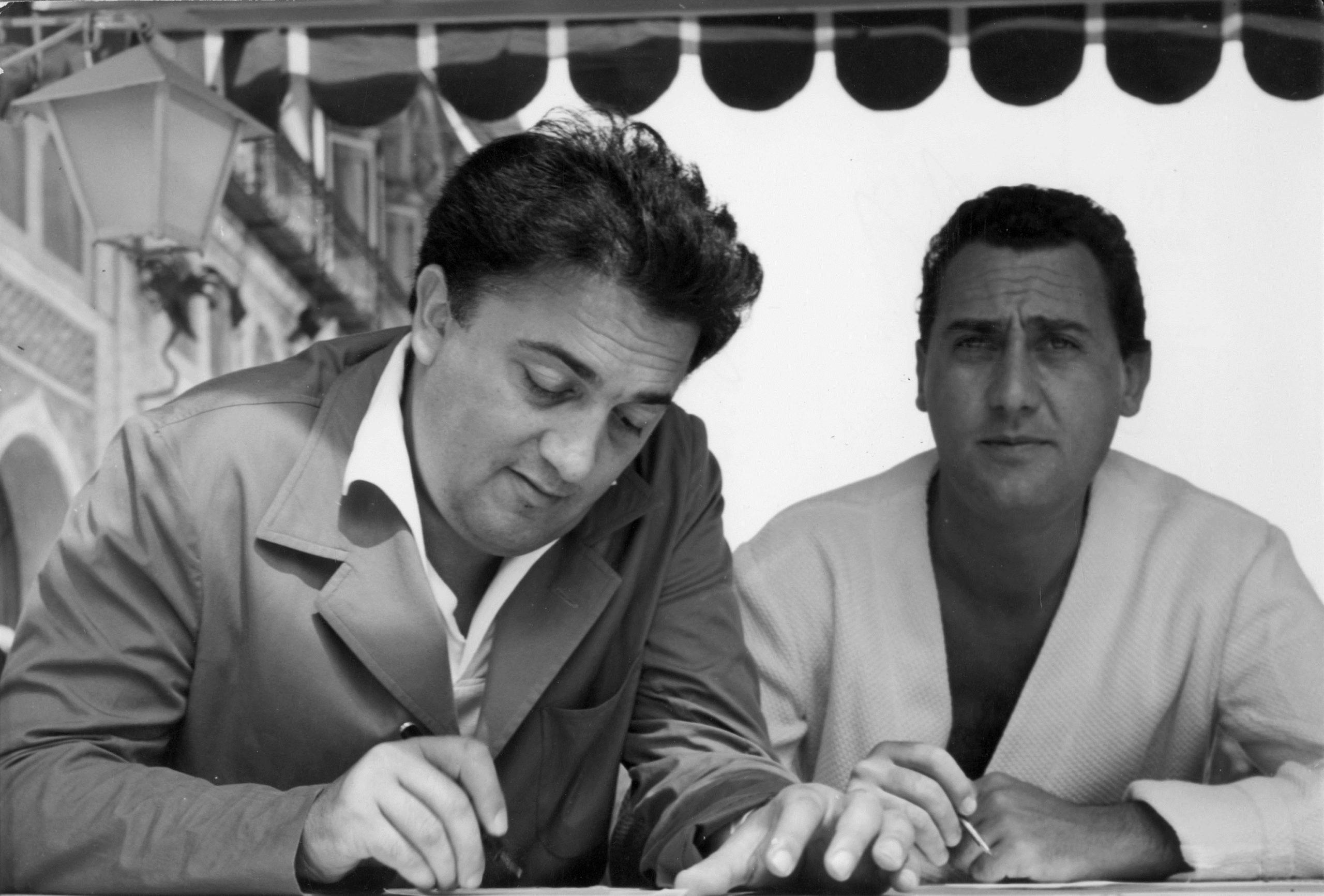 Federico Fellini e Alberto Sordi: due grandi del cinema mondiale ...