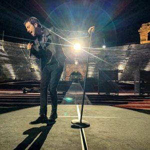 """Intervista a Mattia De Simone: il cantautore presenta il nuovo singolo """"Tu sei un'emozione"""""""