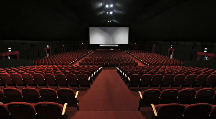 Le sale cinematografiche italiane riaccendono le insegne per una sera