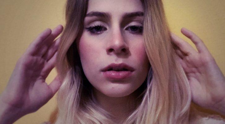 """Benedetta Raina fa il suo esordio nel panorama musicale dell'indie-pop italiano con """"Frammenti"""""""