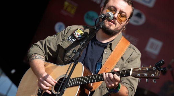 Intervista a Cabrio: Non succede quasi mai, il nuovo singolo del cantautore pop