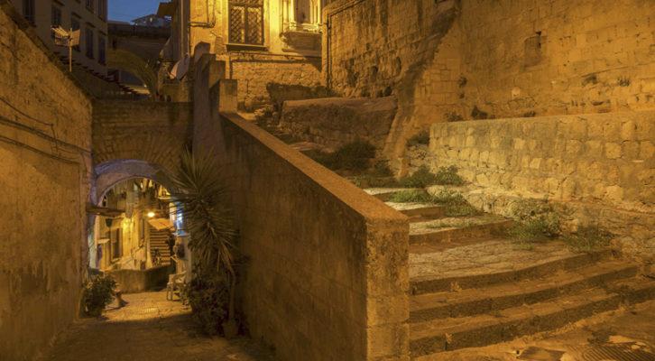 Rinviata la mostra fotografica sulle scale di Napoli di Renato Attanasio