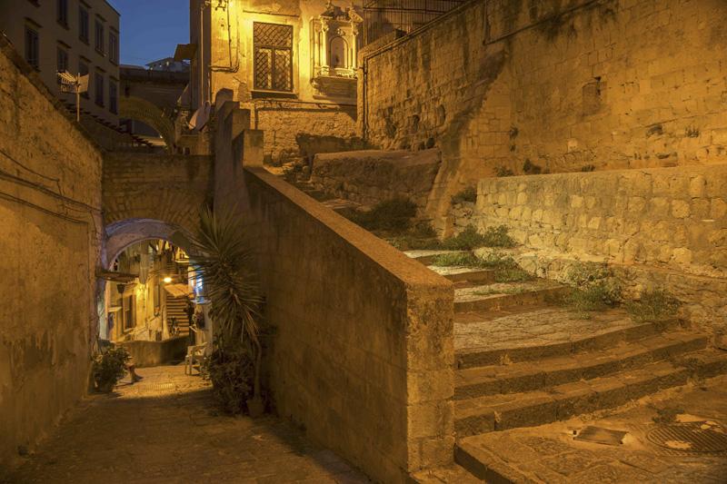 Arriva al Pan la mostra fotografica sulle scale di Napoli di Renato Attanasio