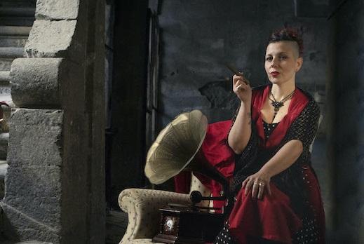 Libera Velo, la cantautrice napoletana presenta l'album 'A Sguarrona