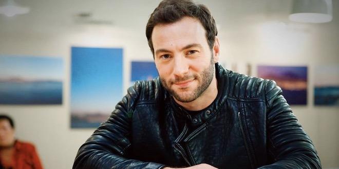 Intervista a Samuele Cavallo, lo chef pasticcione di Un Posto al Sole e il suo amore per la musica