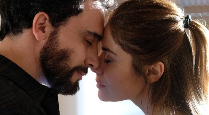 """""""Chiamami ancora amore"""", la nuova serie tv su Rai 1 con Greta Scarano e Simone Liberati"""