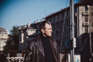 Intervista ad Andrea Tich: il cantautore ci racconta il suo nuovo viaggio musicale (Andrea Tich ph Marzia Di Legge Benigna 15 b 300x200)